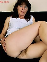Smooth solo cam play with a hairy amateur mature lady
